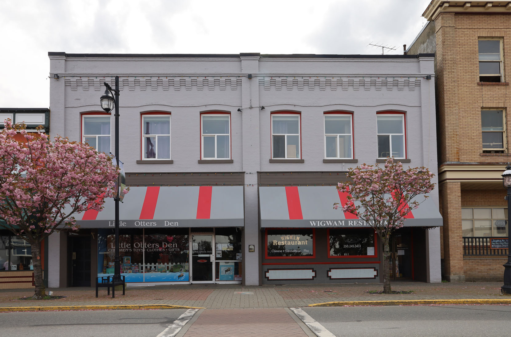 438 1st Avenue in downtown Ladysmith.