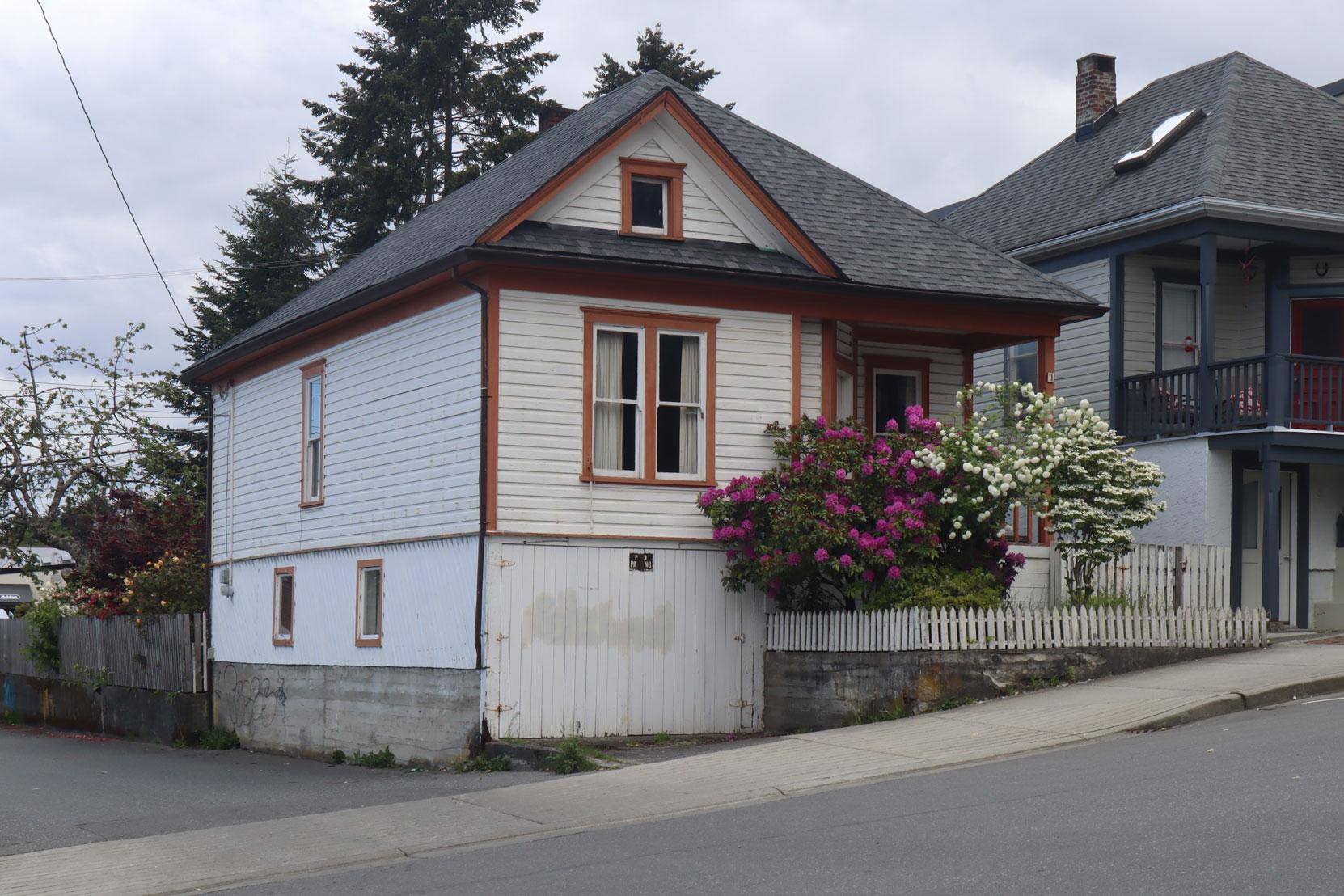 11 Gatacre Street was built circa 1910.