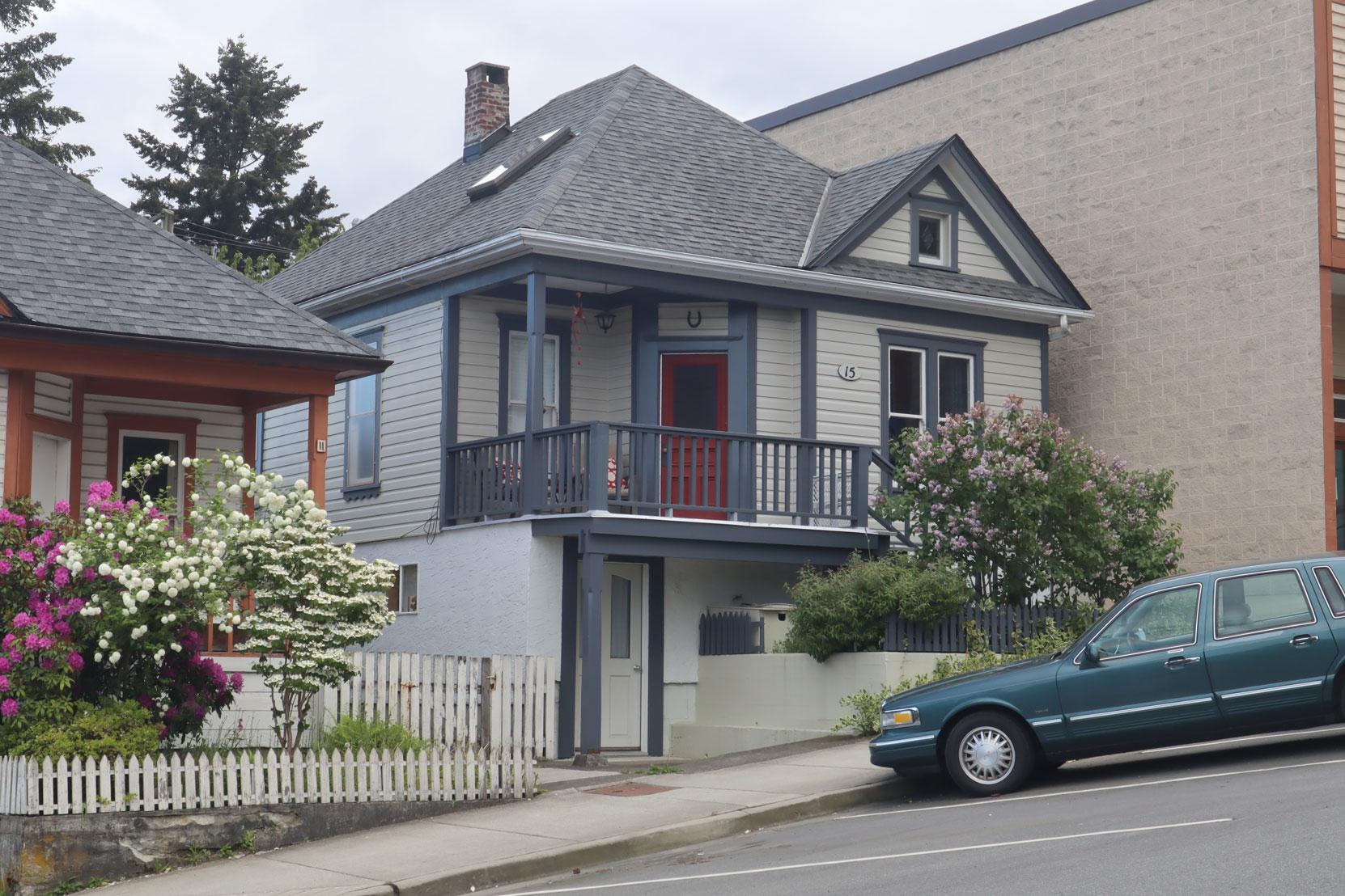 15 Gatacre Street was built circa 1910.