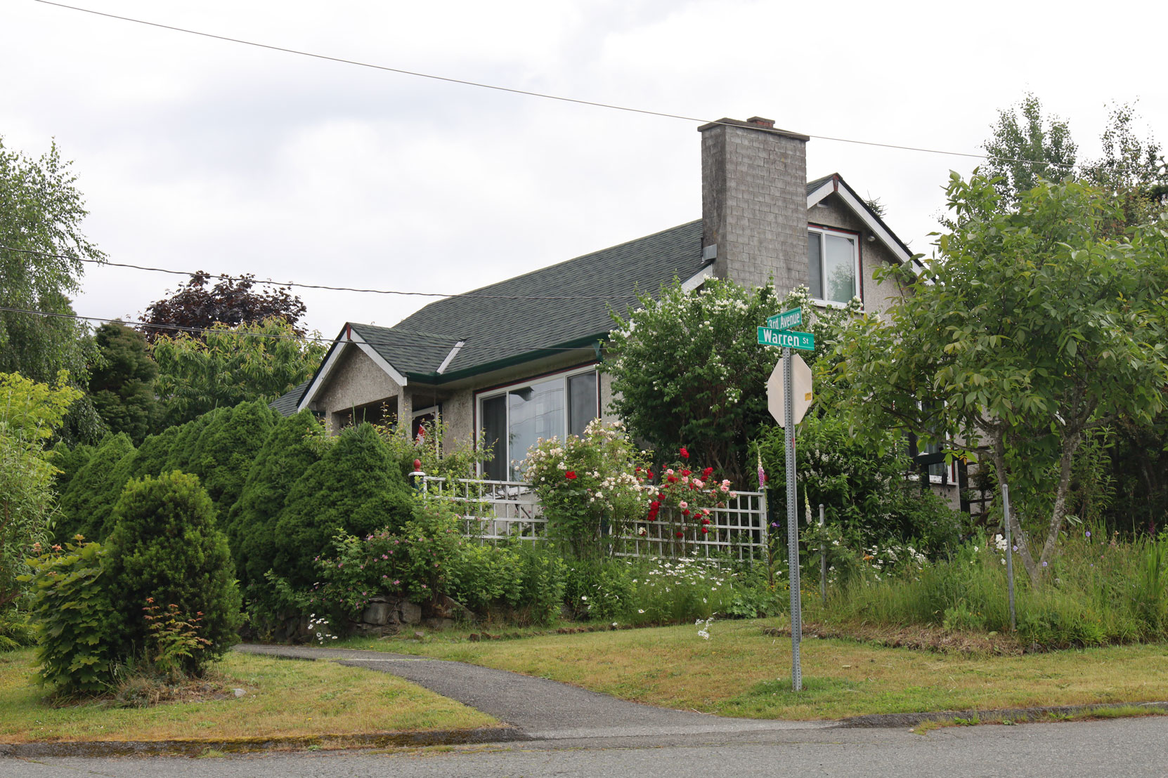 940 3rd Avenue, built in 1950 (photo: Mark Anderson)
