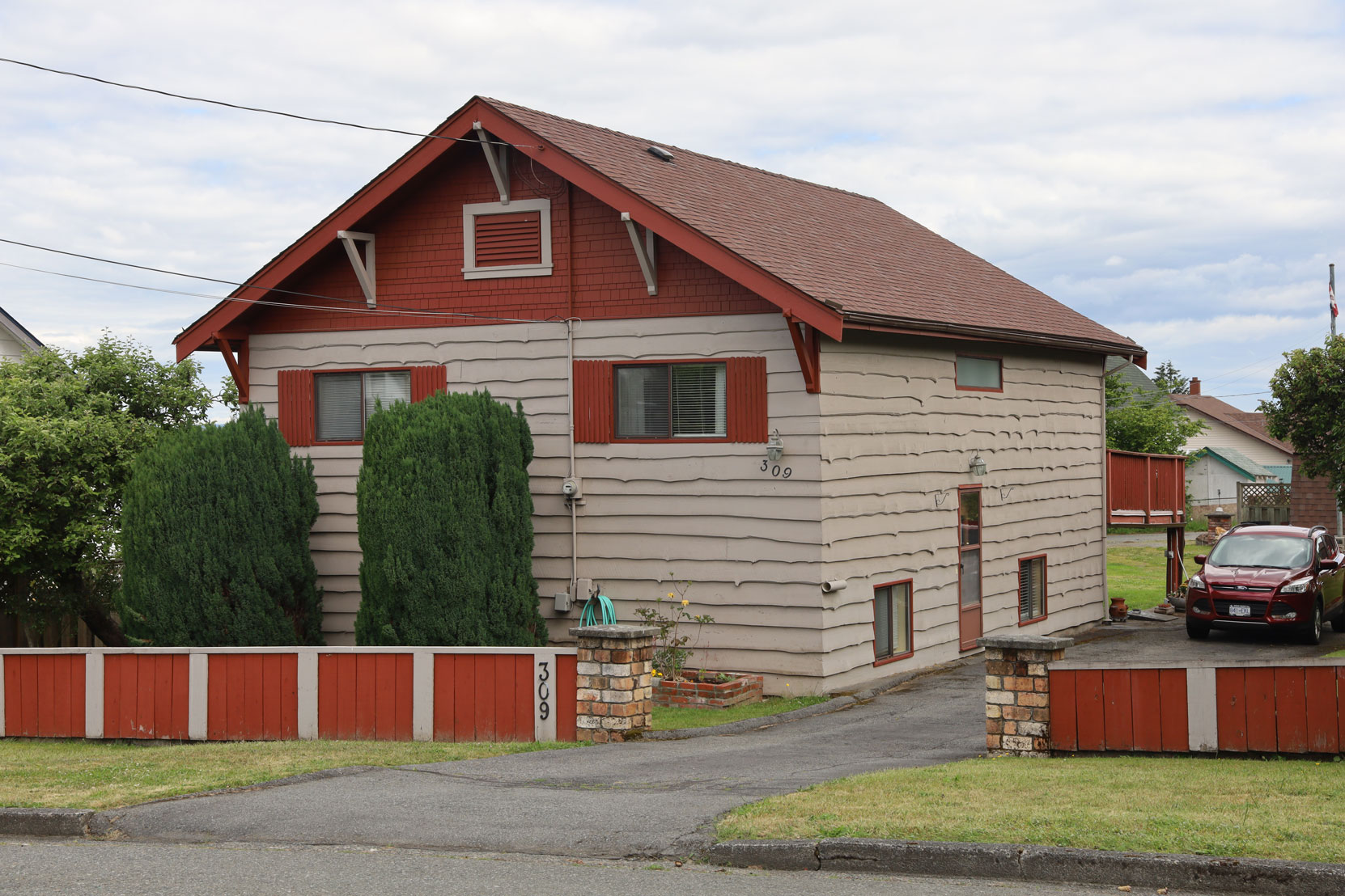309 Methuen Street, Ladysmith, BC, built in 1925 (photo: Mark Anderson)