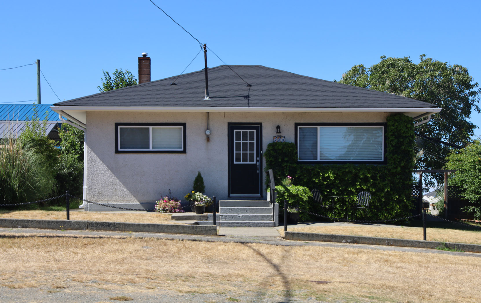 220 Roberts Street, built in 1955 (photo: Mark Anderson)